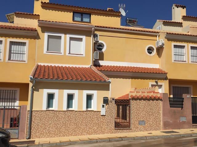 Casa con piscina en Málaga-Alameda - Alameda - Byhus