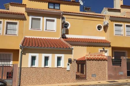 Casa con piscina en Málaga-Alameda - Alameda - Řadový dům