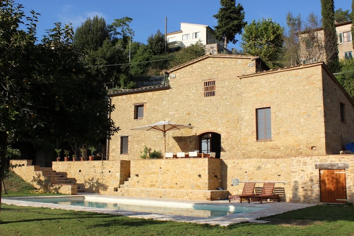 Tuscan stone house with private pool near Volterra