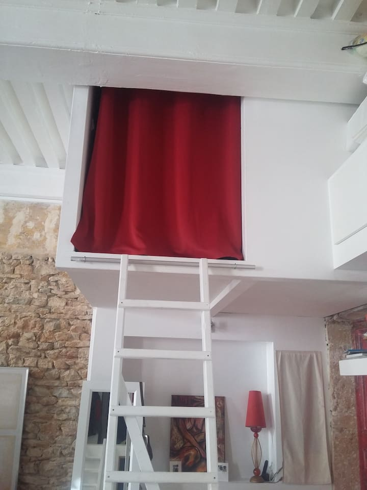 Mezzanine avec échelle hauteur 1,20cm espace nuit