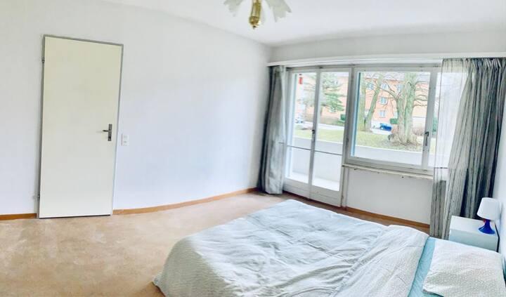 Privates Zimmer mit Doppelbett in Zürich-Witikon