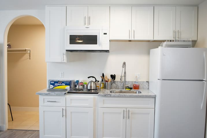 Newly Renovated Valley Village Studio Apartment