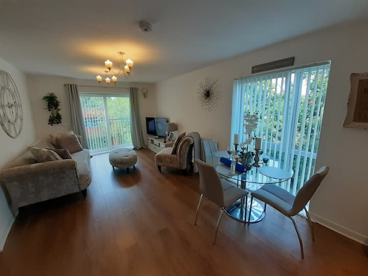Double room to rent near Manchester airport (M22)