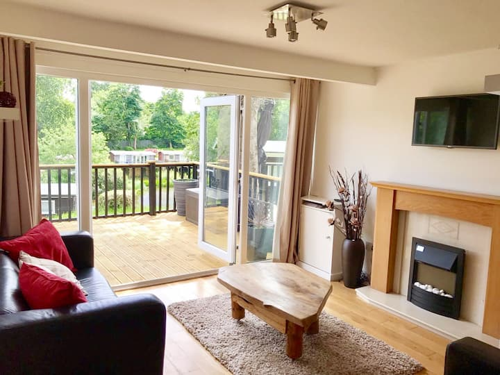 North Wales Lake View 2 Bedroom Chalet