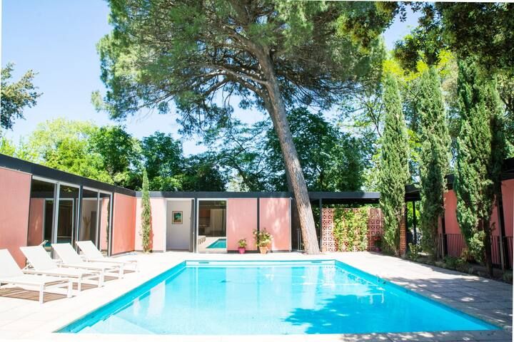SUNNY ARCHITECTURAL VILLA WITH POOL IN MONTPELLIER
