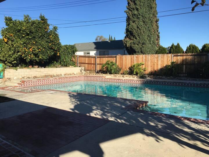 Sunny California home big private living area&pool