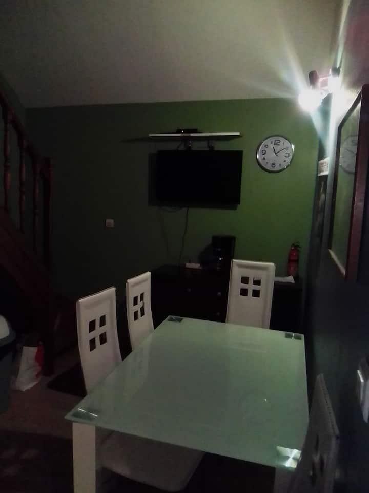 Location chambre meublée dans une maison de ville