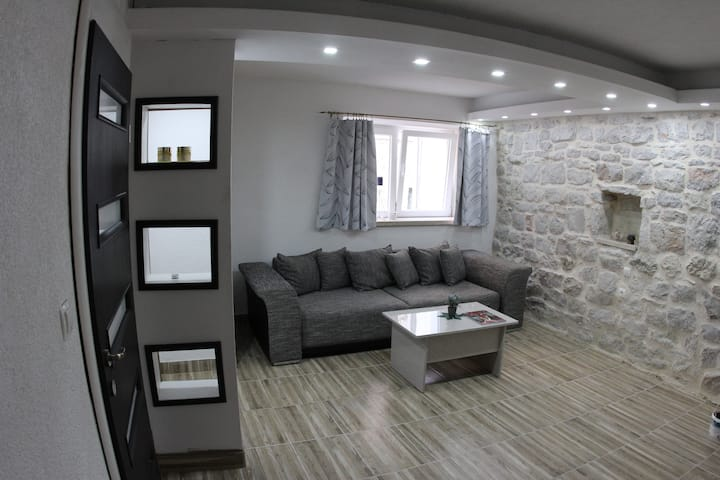 Mara - Deluxe One Bedroom Apartment
