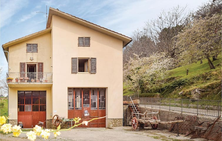 Holiday cottage with 4 bedrooms on 160m² in Seggiano