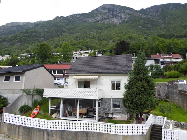 Accomodation 2- 3 persons,five min walk from Odda