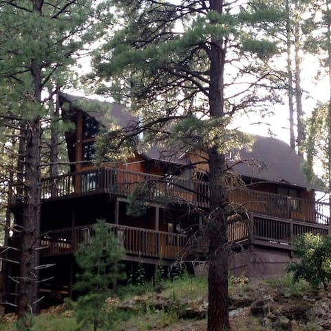 Charming Chalet in the Pines. - Flagstaff - House