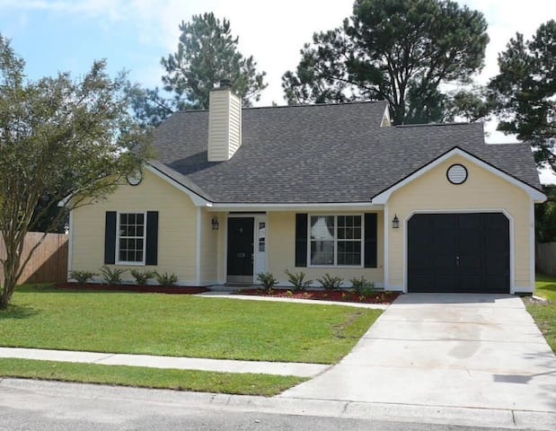 Quiet Upscale Home w/ Private Bath - Goose Creek - Haus