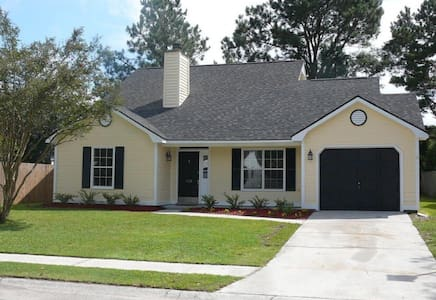 Peaceful upscale home with backyard - Goose Creek - House - 0