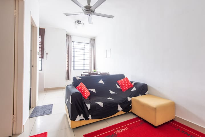 Cozy 1BR Cybercity Apartment - 5min to Airport