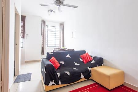 Cozy 1 Bedroom Apartment *Near Airport*