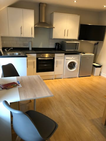 new inn apartment in newark 0.3 miles from centre