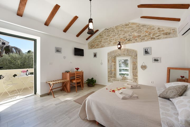 Stone house studio Marija-first floor-150m beach