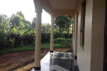 4 pers. room/house to rent in Karatu Town - Rumah