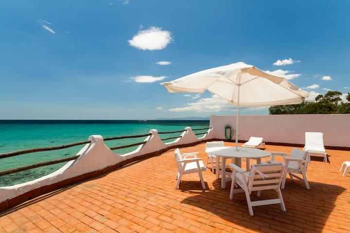VILLA ROSA una villa tipica sarda sul mare