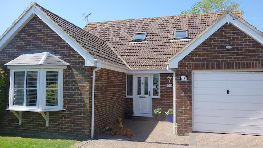 4 BED HOUSE NR DYMCHURCH SLEEPS 8🌞SPECIAL OFFERS🌞