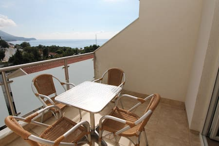 Spacious Sea View apartment - Budva - Apartmen