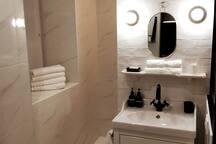 linge de toilette et produits nettoyants pour vous détendre à la fin de la journée!