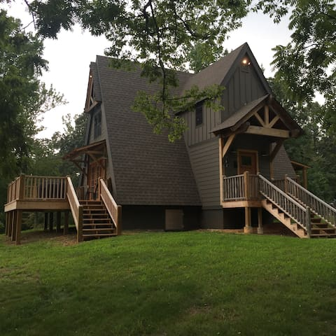 Romantic A-frame Cabin On 177 Private Acres w Lake