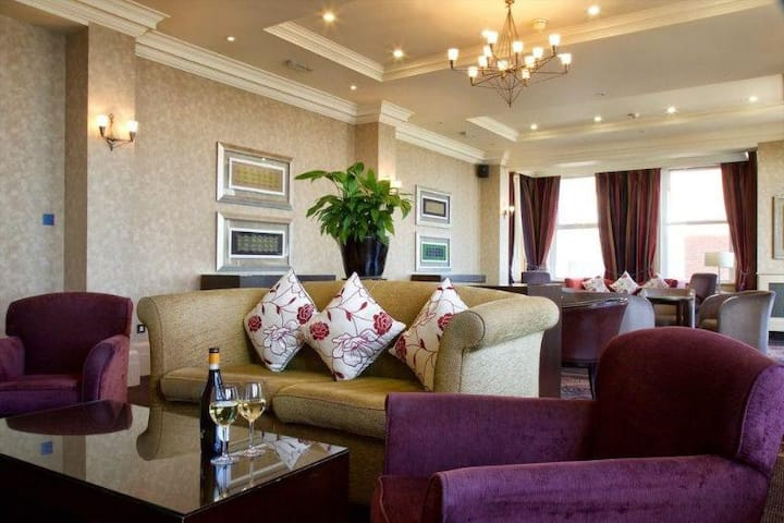 Essential Travel Only: Adorable Double Or Twin Executive At Bournemouth