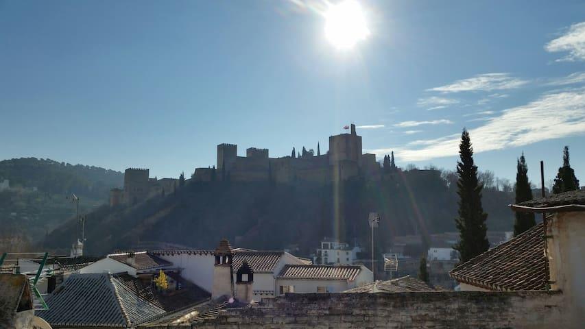 Albayzín.  Genial vista de la Alhambra y terraza