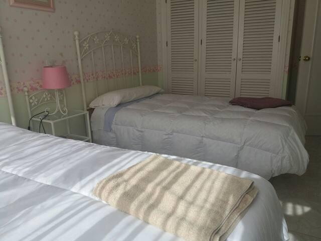 Room with 2beds individual bathroom - Estepona, Andalucía, ES - House