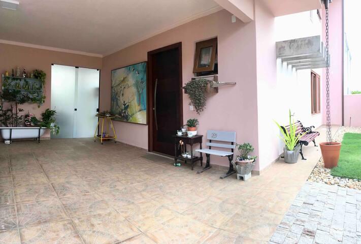 Suite nova a 150 m da Praia Central