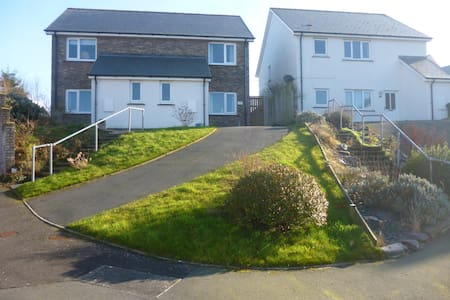 4 bed 10 minutes walk from the sea & coast path - Aberporth - Hus