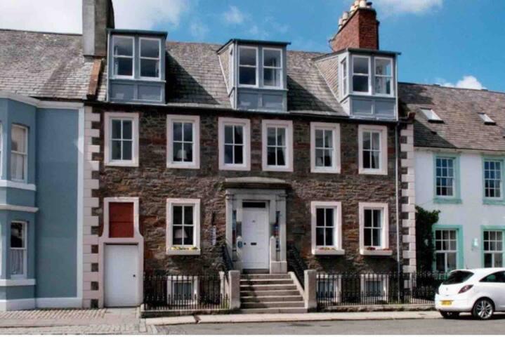 Luxury ensuite room in the heart of Kirkcudbright.