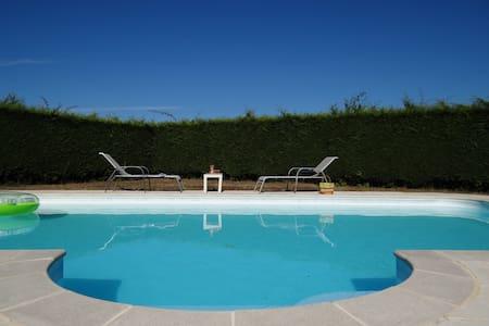 3 Chambres dans propriété avec piscine - Orval - Rumah