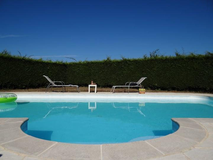 1, 2, ou 3 chambres dans propriété avec piscine