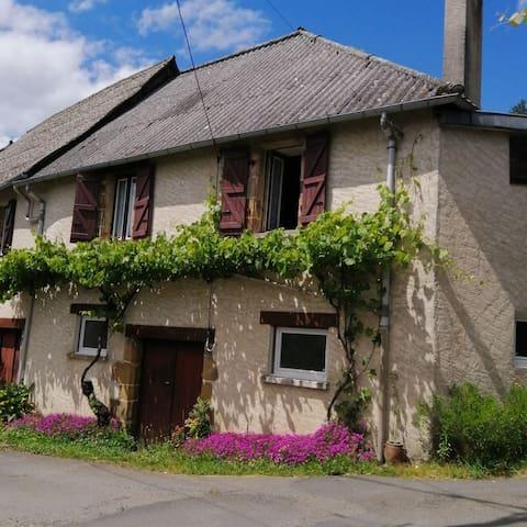 Maison familiale sur les coteaux de la Vézère