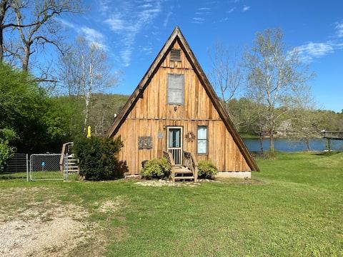 Hardy Lakefront Aframe Cabin + Kayak (Pets ok)