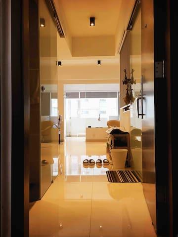 Modern/Clean/Spacious House 2BD (1-4ppl) WanChai