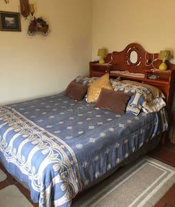 Great B&B! !Gran cama y desayuno! - Ház