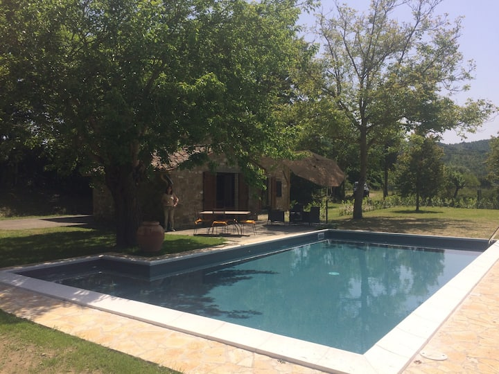 Lovely cottage on Tuscany border with private pool