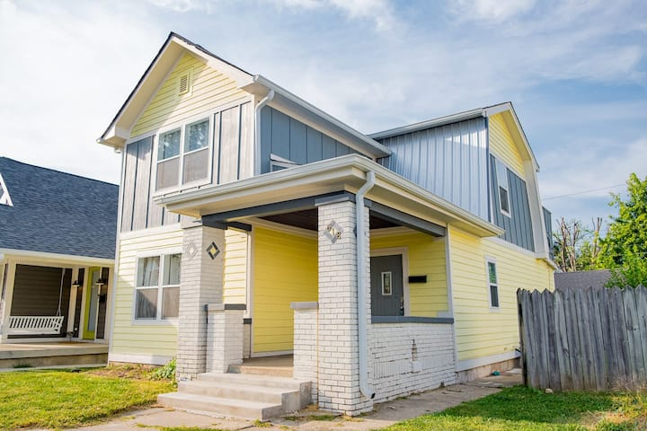 New 4 Bedroom House for Downtown Travelers!!!