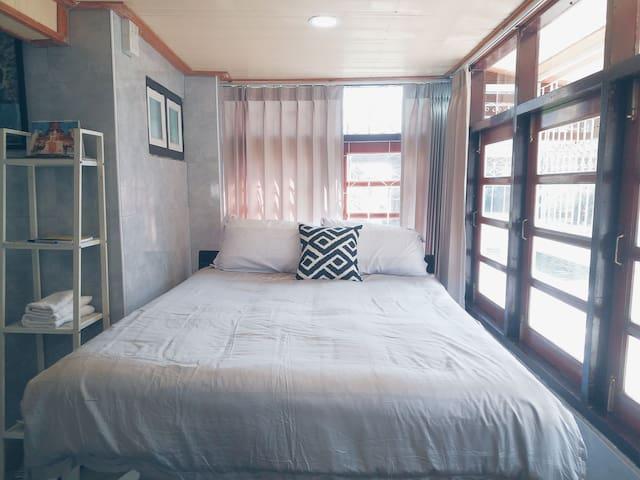 Bed in triple room