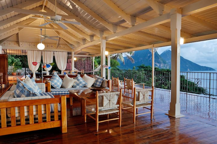 La Bagatelle Villa - Ideal for Couples and Families, Beautiful Pool and Beach - St. Lucia