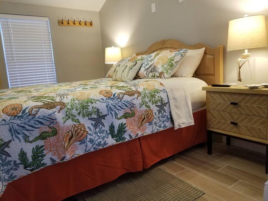 West side - Queen size Sealy Posturepedic mattress