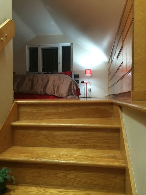 Stairs toward the room / escalier vers la chambre