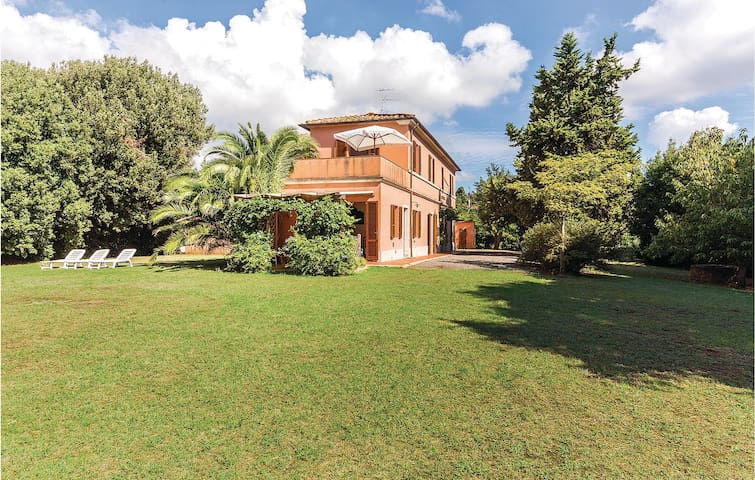 Semi-Detached with 4 bedrooms on 180m² in Rosignano Marittimo LI