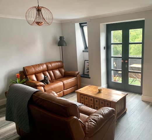 Room in Central Shawlands Loft Apartment