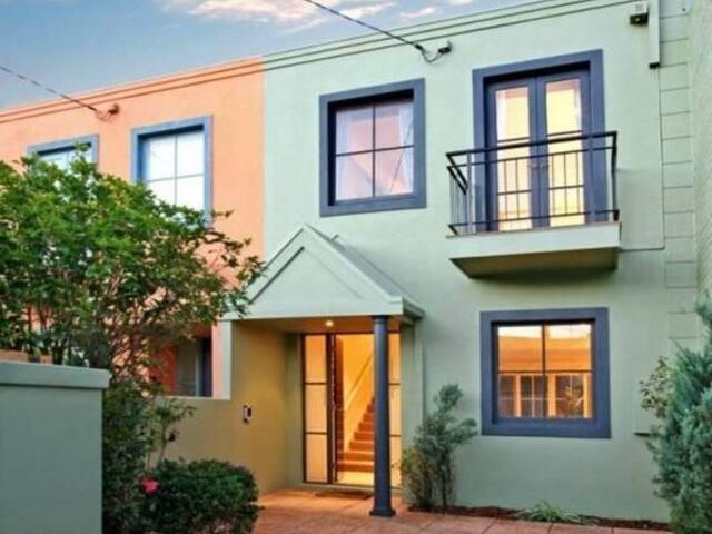 Stylish, Modern Fully Furnished Home