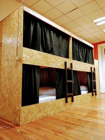Las cortinas dan la privacidad que necesitas.