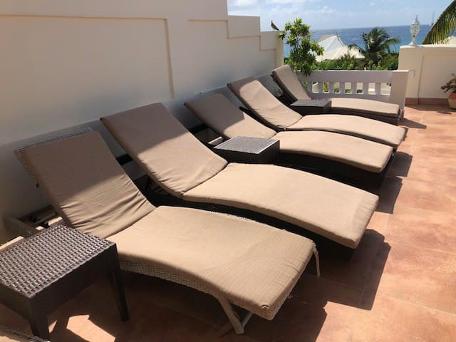 6 Lounge Chairs with cushions